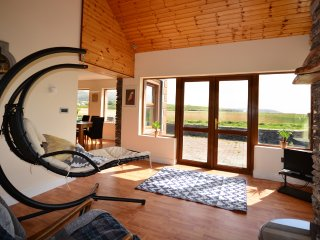 Meadow View -VIEWS! Sleeps 11