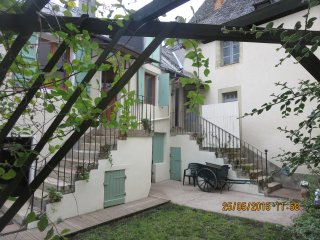Secluded 300 year old cottage in the heart of Juillac