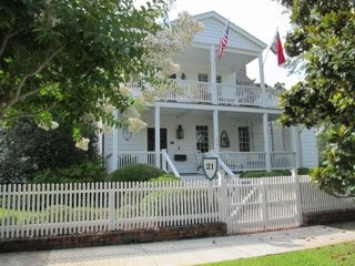 Independent garage apartment in historical home., Beaufort