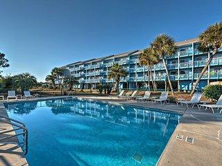 NEW! Cozy Seagrove Beach Studio Condo w/ Pool!, Santa Rosa Beach