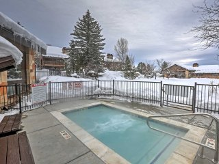 Eden Condo w/Fireplace - Mins to Skiing & More!