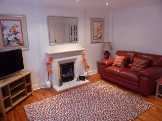 New! Romantic Retreat in a Cosy Cotswold Bolthole, Toddington
