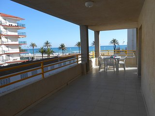 (ref 22) Gran terraza, centrico y al lado de la playa, con parking y piscina