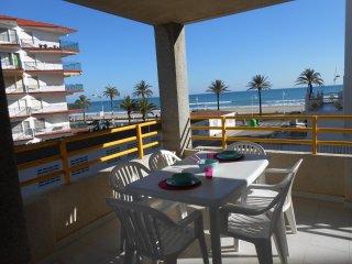Ref 22.- Gran terraza, centrico y al lado de la playa, con parking y piscina