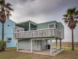 Oceanview elevated cottage w/ large deck, less than a minute from the beach!