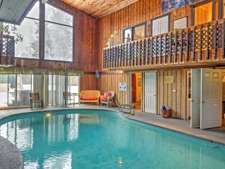 Mid-Century Coeur d'Alene House w/ Pool & Hot Tub!