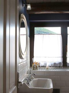 Lavabo habitación Peña Montañesda