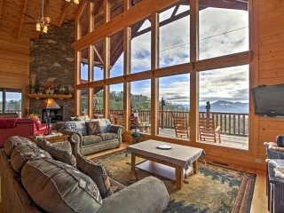 'Heavenly Vista at Crown Point' 4BR Pigeon Forge Area Cabin w/ Hot Tub!, Sevierville