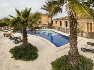Finca for 10 people Felanitx. SES CASES NOVES. Children Welcome- Pool. BBQ. Gard