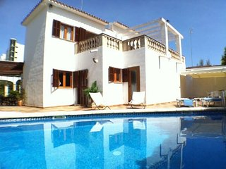 Villa with private pool, only 50 m from the sea