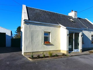 Carraroe Cottage - Right on the Wild Atlantic Way