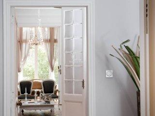 BCN Rambla Catalunya - Elegant, classic and spacious apartment with 2 bedrooms
