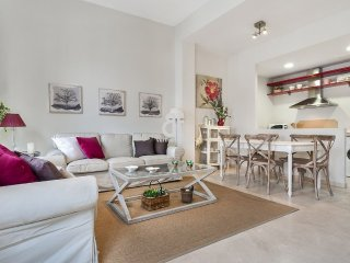 is a magnificent apartment located at Arfe Street, in the neighborhood called