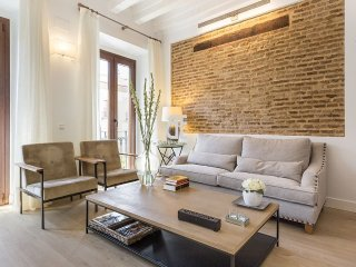 Two bedroom apartment in the heart of Seville, located on the second floor of a