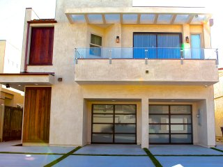 Modern luxury home near the beach. Pet friendly., Oxnard