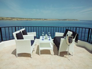 On the Seafront Penthouse Stunning Panoramic Ocean Views WiFi