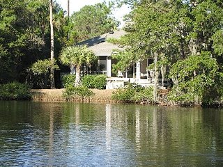 3BR Beautiful, Quiet, Lagoon View House, Wi-Fi,  Vanderhorst plantation