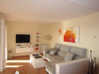 Schone sonnige Wohnung mit grossem Balkon, Pool, 150m zum Strand und Meer