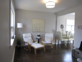 Hidden Gem in LAKEVIEW - Curzon UPPER SUITE - ALL INCLUSIVE, Mississauga
