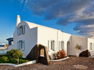 La Maison, Private house with pool close to the sea ,up to 10!