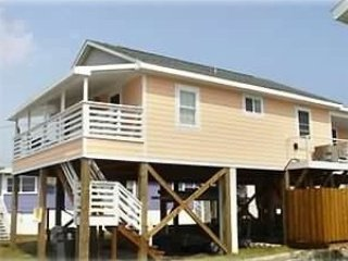 One Street Over - Cottage by the Sea!, Carolina Beach