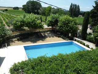 Provencal villa with private pool, Uchaux