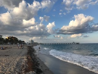1.5 blocks to the beach of 3 Beds/2 Baths Single-house on Deerfield Beach Island
