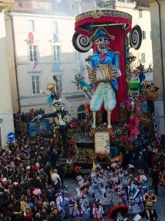 Vista dalla finestra durante Carnevale di Foiano