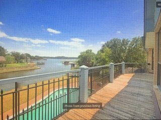 Granbury Lakefront Getaway for Large or Multiple Families