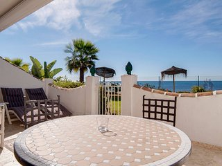 Stunning beachfront apartment in royal beach