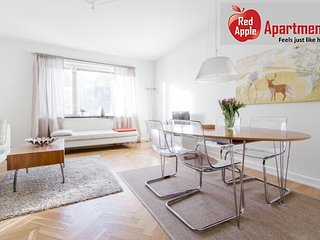 Bright and newly renovated 2 bedroom apartment - 1689