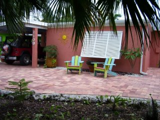 """SUGAR SHACK"" private POOL & Walk to BEACH"