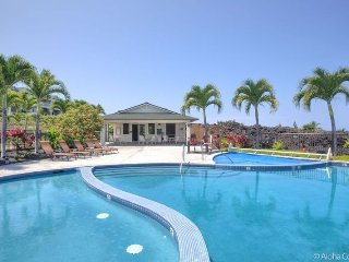 Kona Delux Luxury 3 Bdrm, 3 Bth, Heated Pool, Hot Tub, Sleeps 7 Close to Beach, Kailua-Kona
