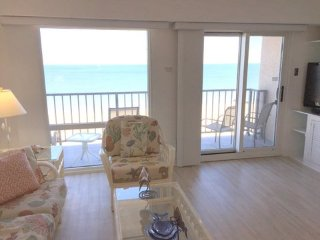 Direct Oceanfront-Private Balcony-Walk Everywhere