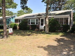 Spacious Air-Conditioned 3-Bedroom Close to Beach