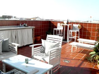 ATICO 5* ESCAPADA A GRANADA: PRIVATE TERRACE & PARKING, FULL CONFORT, METRO, BBQ