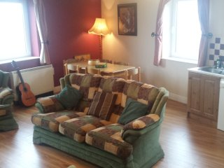 Avondale 2 Bright and spacious apartment in the center of lahinch