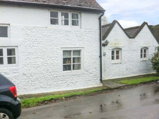 BLYTHE COTTAGE, woodburner, WiFi, pretty garden, in Piddinghoe near Newhaven, Ref 944934
