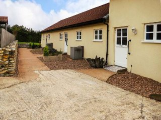 GREENFIELDS, pet friendly, character holiday cottage, with a garden in Upottery, Honiton, Ref 953985