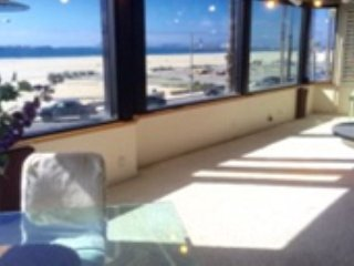Long Beach 4 bedroom 2 bath Penthouse Suite with Panoramic Ocean Views!
