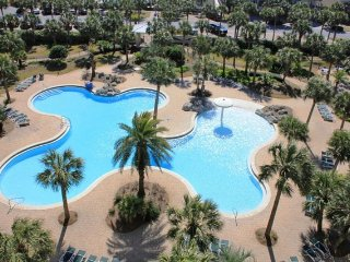 Remodeled condo w/ gulf views! Beachside pool,lagoon pool,fitness & movie theatr