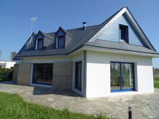 Vacation house for 8 (up to 10), 300 yards from the beaches, Lesconil