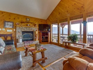 Log cabin w/ sweeping Smoky Mountain views, a hot tub, and more!