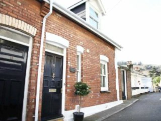 Heart of Dartmouth Holiday Cottage Near Waterfront and Beaches & Parking Permit