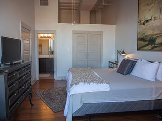 Luxury French Quarter Rental 50 ft off  Bourbon w/ Pool/Gym - Chateau Catalina, New Orleans