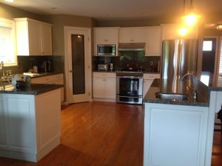 Uptown Country Comfort / hot tub / fabulous kitchen!, Harrison Hot Springs