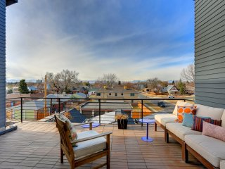Sloan's Lake Luxury Townhome~ near Downtown Denver!!