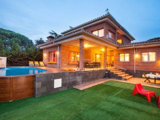 Villa 15´ from beach, near Barcelona, Pool, BBQ, Llinars del Valles