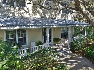 Ponce Inlet Beachside Escape - Just steps from the beach *Dogs Welcome*