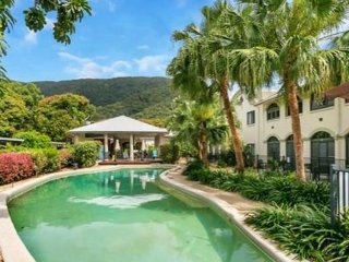 MANGO LAGOON, PALM COVE - 1 b/r, direct pool access apartment, Palm Cove